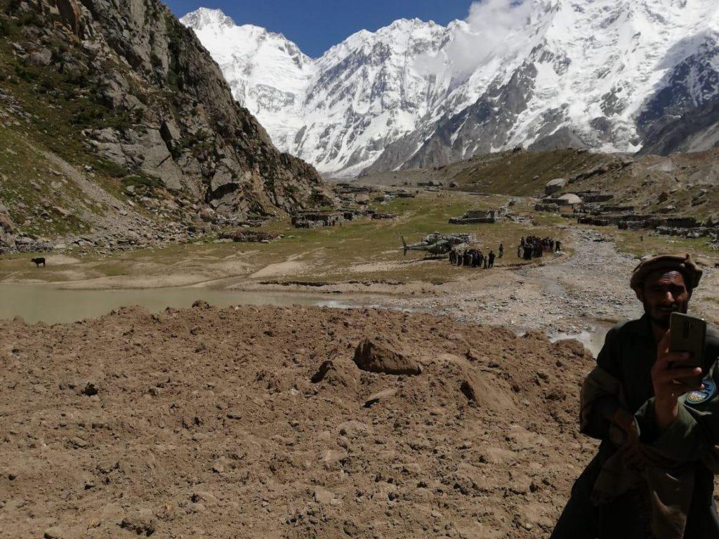 Sechs Kinder bei Erdrutsch in SER VILLAGE verschüttet